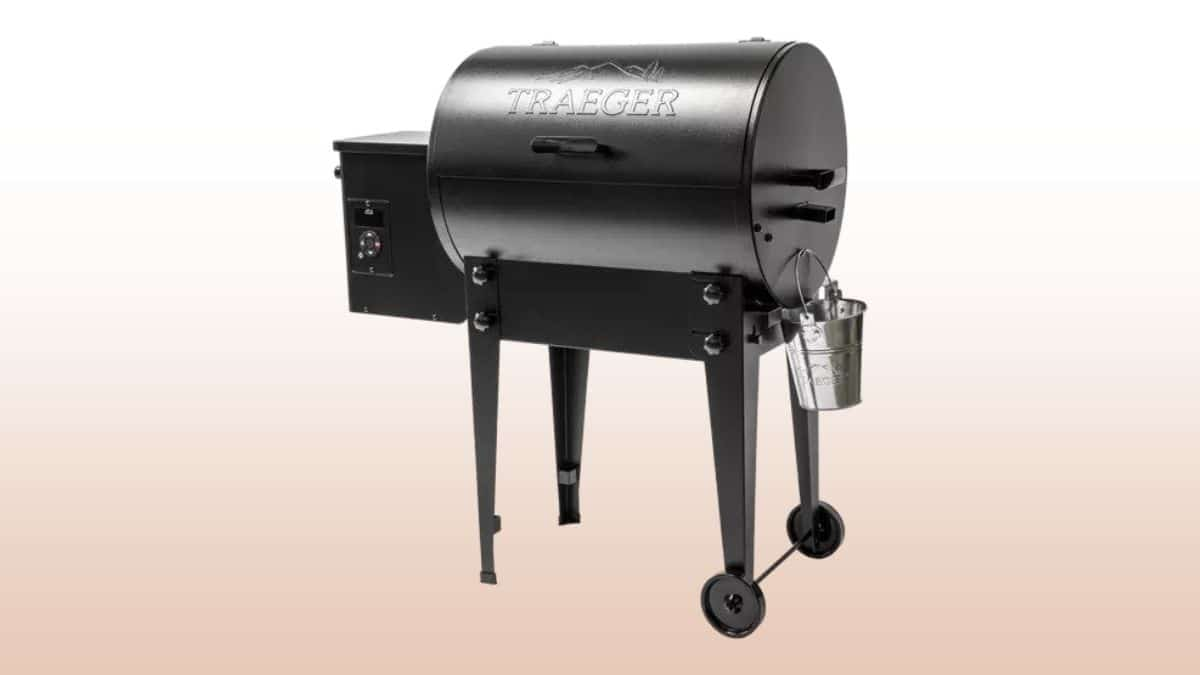 Traeger tailgater 20 isolated