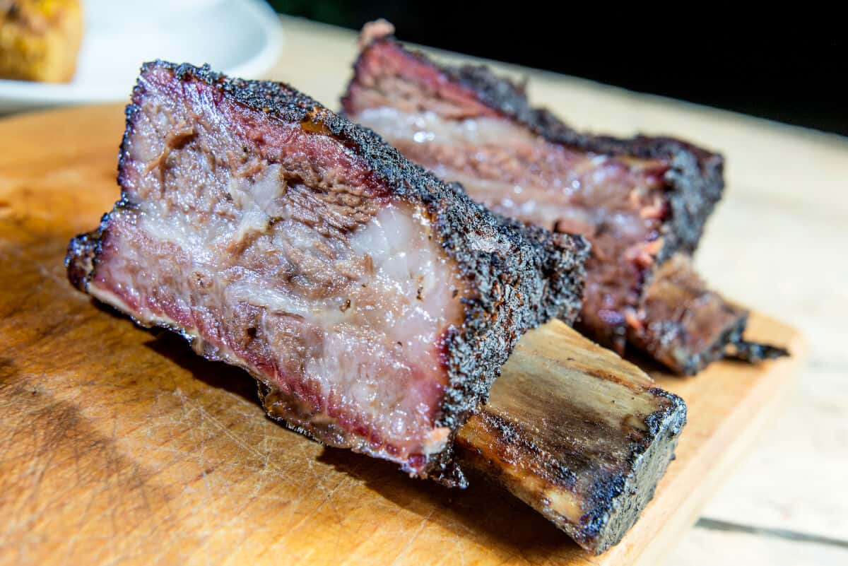 2 barbecued, very well marbled beef ribs